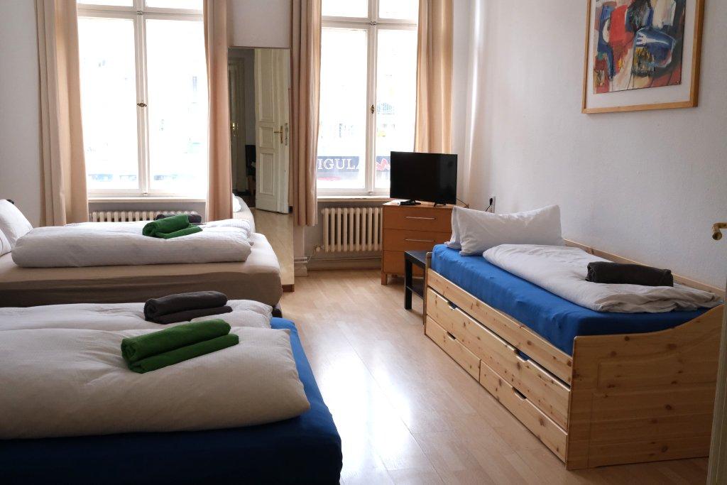 Big Room: Queenroom