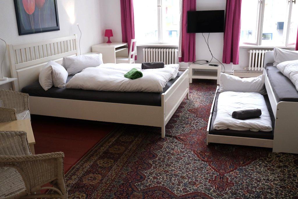 Big Room: Whiteroom